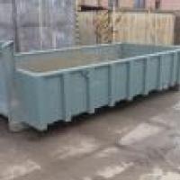 větší kontejner vhodný pro přistavení